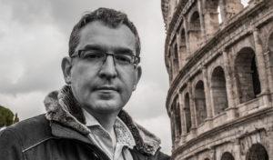Posteguillo junto al Coliseo de Roma